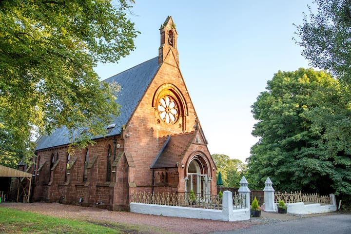 STUNNING 5 BEDROOM ACCOMMODATION IN AN OLD CHURCH