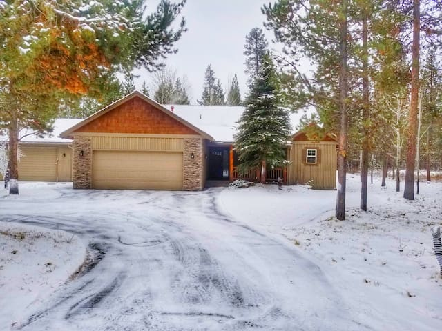 Sunriver Vacation Home,  Lots of Privacy & Parking