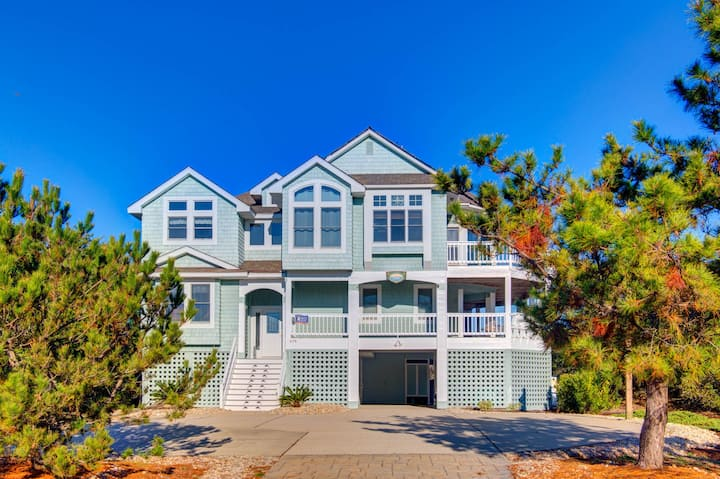 Belle Eire 8 Bedroom Home at Pine Island