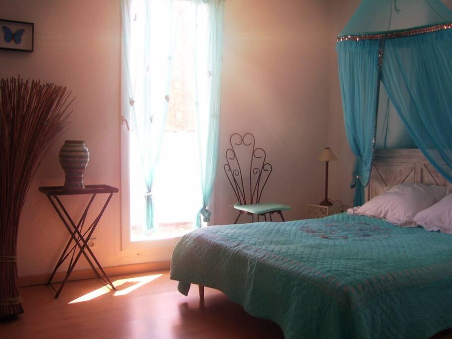 """• Each or our bedroom has an unique color theme. Start with the 'Blue Diamond' bedroom on the 1sr floor. • Chacune de nos chambres possède sa propre thématique, ici la chambre """"Diamant bleu"""" au 1er étage."""
