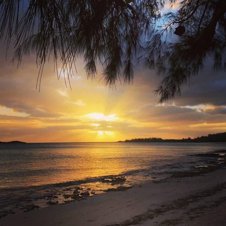 Romantic Cottage Calm Caribbean  on 1/2 mile Beach