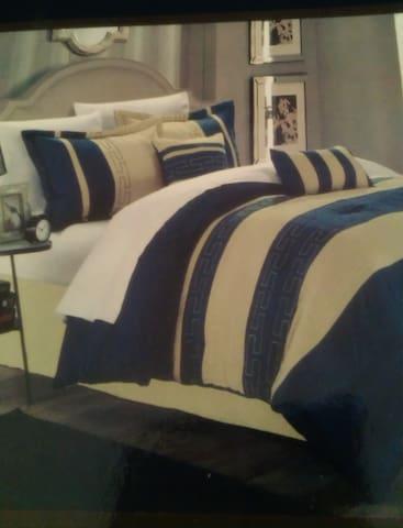 Room @ Cozy Ranch house @Southfield