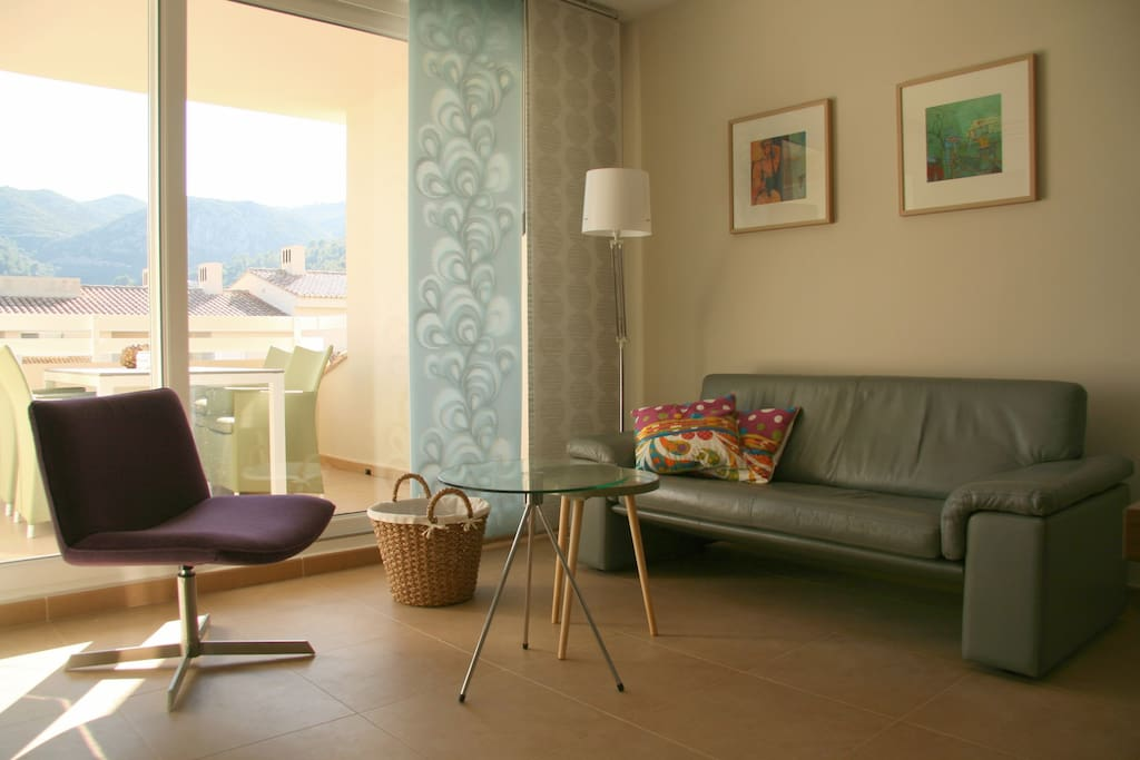 Cosey living with access to the terrace
