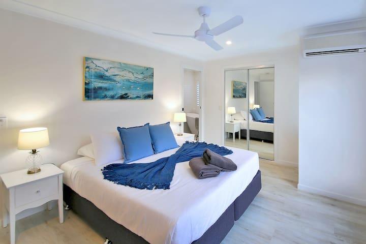 Main Bedroom (1 x king)