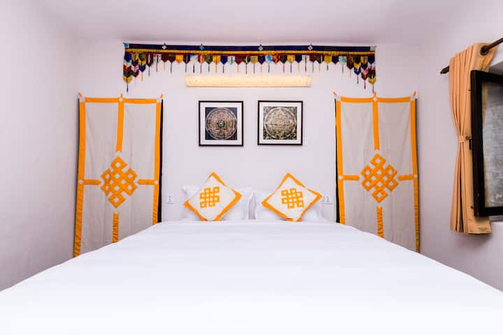 Thangka Themed Apartment with Breakfast