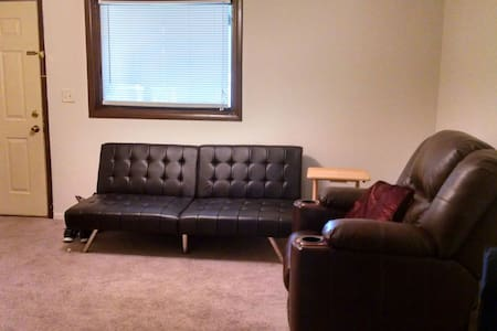 Private Apt, 5 min from downtown - Lincoln - Apartamento