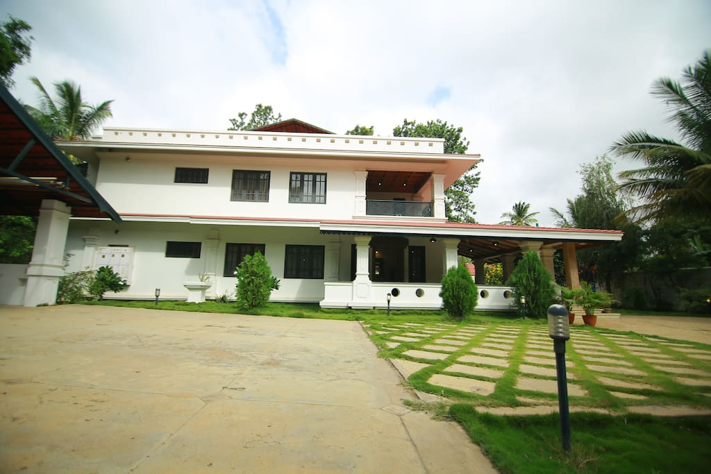 SIDE VIEW OF THE BUNGALOW
