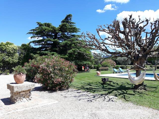 Chambre Hôtes en Provence - Piscine et Parc arboré