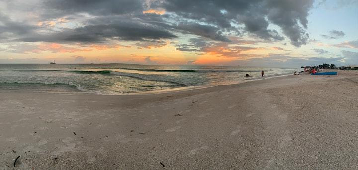 Beautiful 2 Bedroom Beach Condo in Anna Maria, FL!
