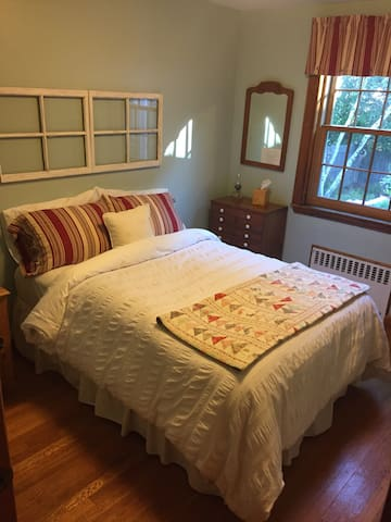 Private bed & bath, full breakfast - Swampscott