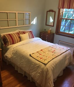 Clean, cozy private bed and bath; attentive hosts - Swampscott
