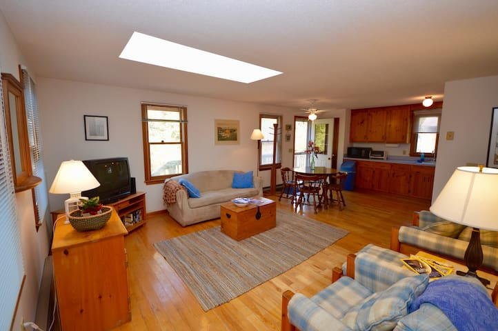 Cape Cod Getaway 2 Bedroom Cozy Home - Truro