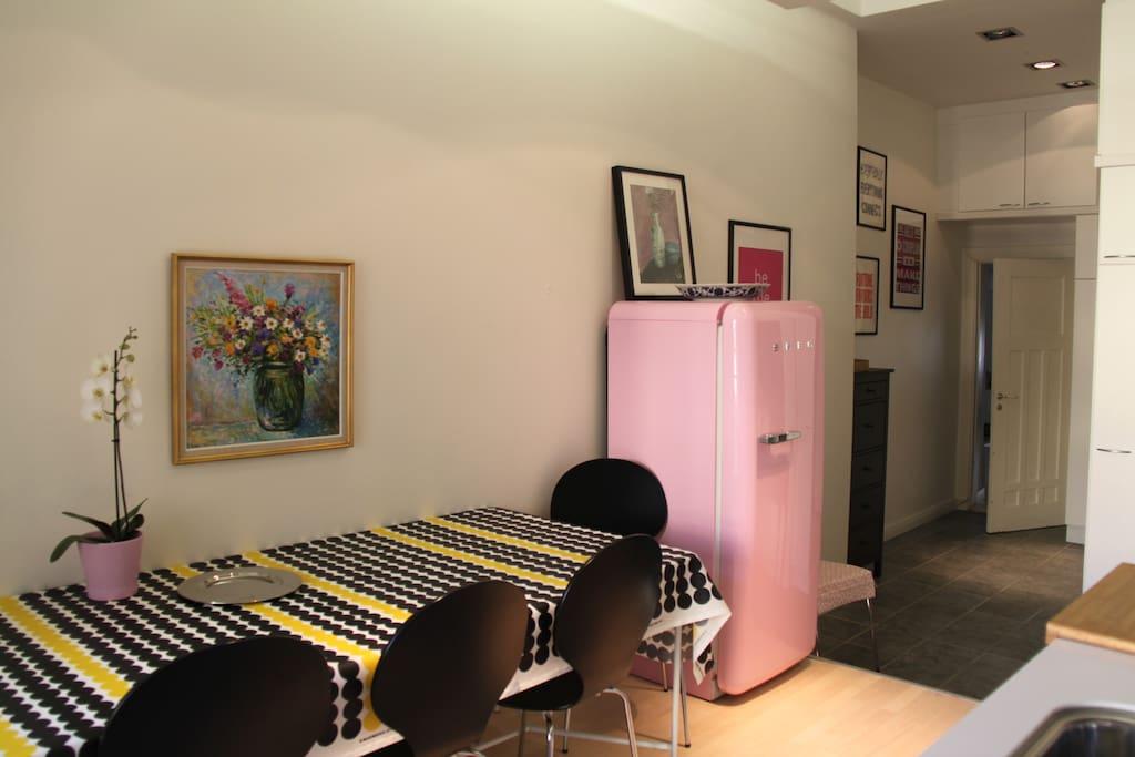 Kitchen table with MARIMEKKO table cloth and charming pink Smeg retro fridge/freezer