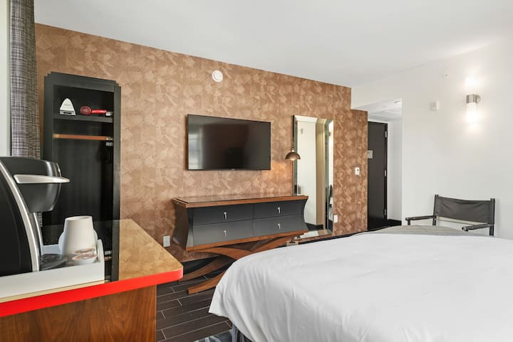 King Bed in Heart of South Beach Boutique Hotel