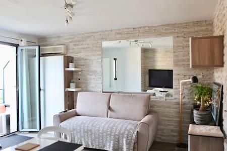 Joli studio design/ Centre ville à Sanary