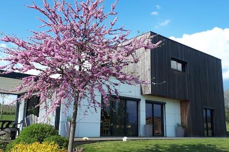 Maison contemporaine, St Yrieix La Perche Limousin