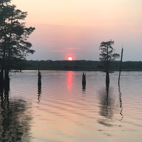 Toledo Bend Retreat with private boat ramp