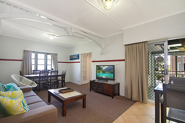 Tondio Terrace Flat 1 - Neat and tidy budget accommodation, easy walk to the beach