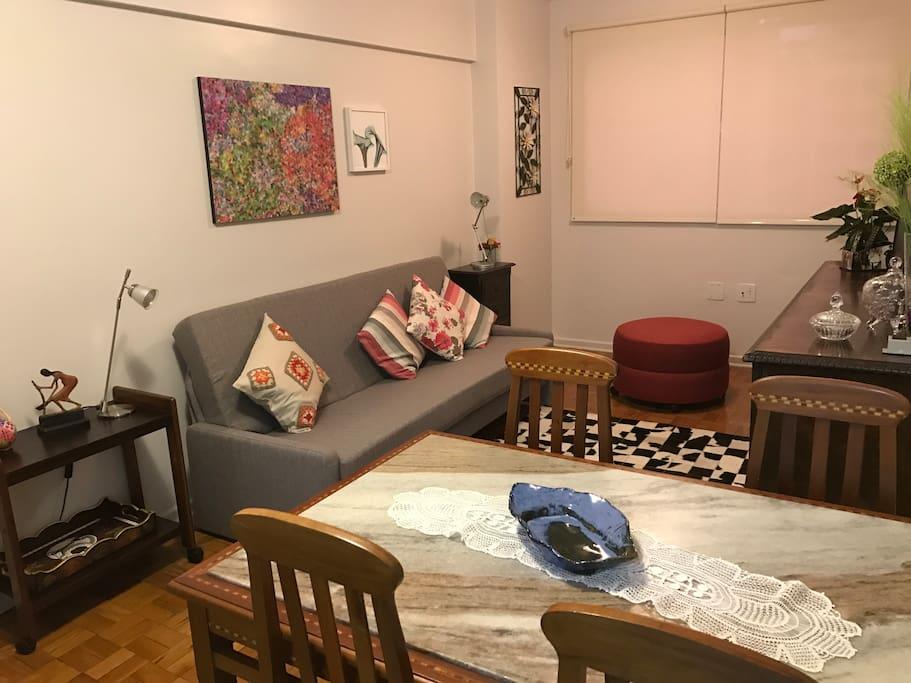 Sala living após nova decoração.