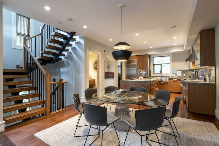 Executive West Coast Contemporary Townhome with Private Hot Tub(39)