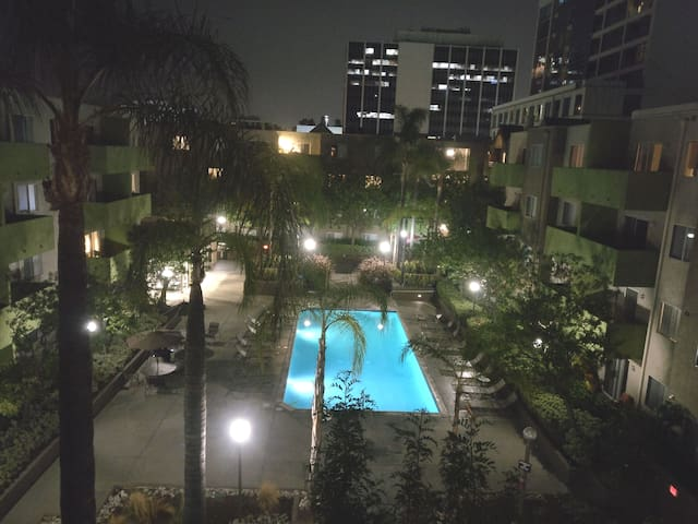 SUPER DEAL IN KOREATOWN MASTER BDRM POOL&GYM,PARKI