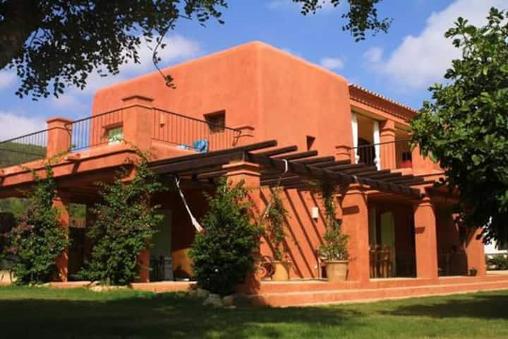 Rent a marvellous ibizencan finca (16 persons)