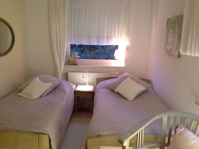 Privatzimmer, hoher Komfort, ruhig, beste Lage