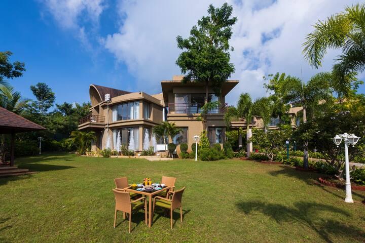 4 Bedroom villa with Khadakwasla lake view in Pune