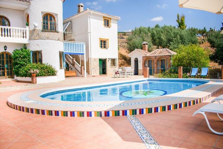Leuk appartement in Alcaucin met een gedeeld zwembad