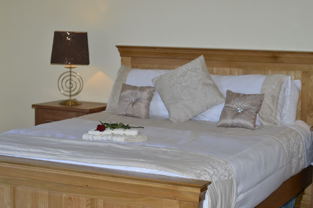 KING SIZE BED INISH SUITE