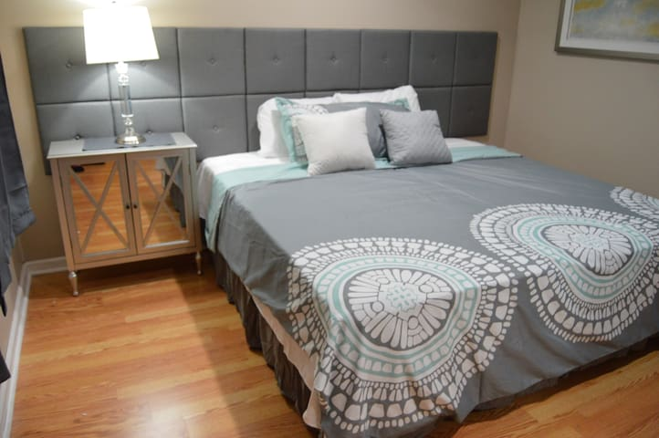 RARE FIND: King Bed | 1br/1.5ba | Center of town