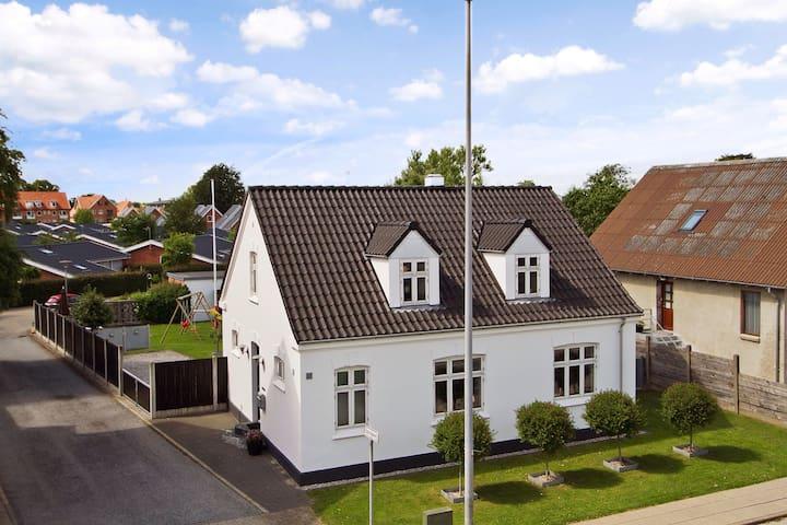 Charmerende byhus i Herning Midtby - Herning - Huis