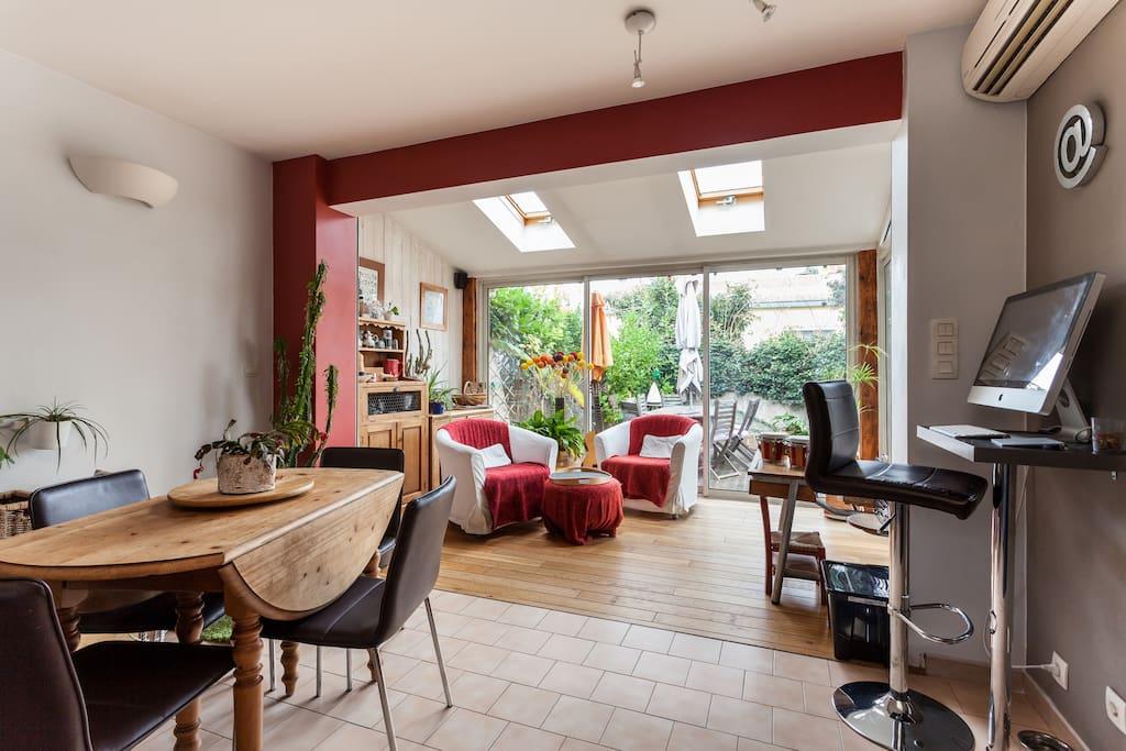 maison 110m2 avec piscine en bois ville in affitto a montpellier linguadoca rossiglione francia. Black Bedroom Furniture Sets. Home Design Ideas