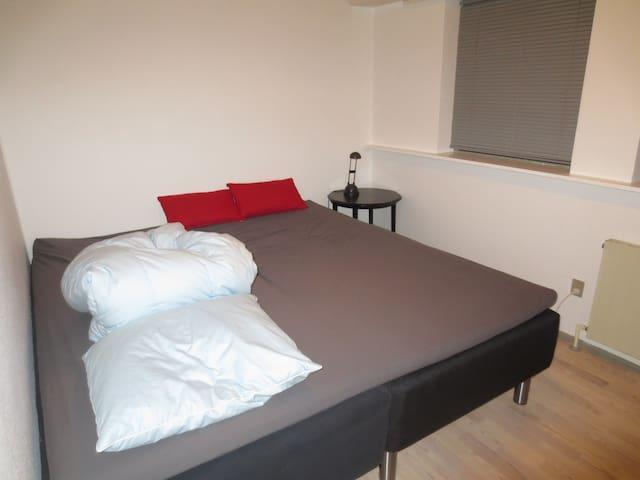 Cozy room in Højbjerg, suburb to Århus C. - Højbjerg - Casa