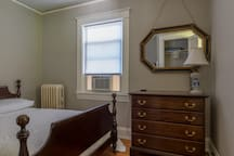Colonial style room in perfect location