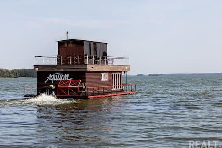 Настоящий плавучий дом с баней Aquilon