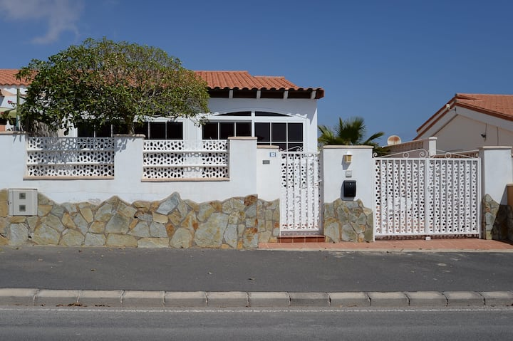 Beautiful house common swimpool near the beach