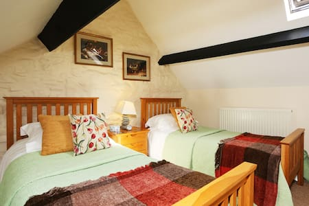 Courtyard Apartment is in Shepton Mallet Nr Wells
