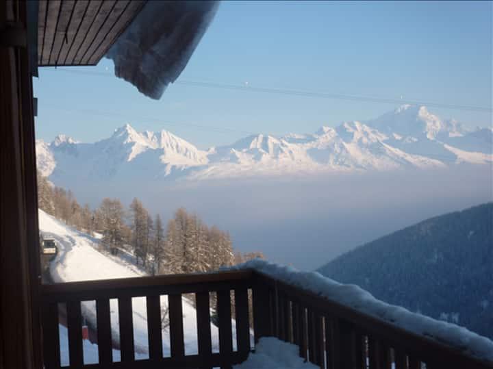 1 minute ski to ski school & chairlifts