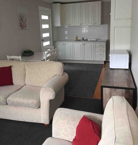 Clean, comfy one bedroom fully self contained unit