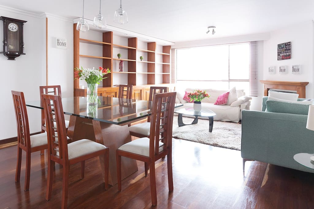 A large view on the living room and dining rable.