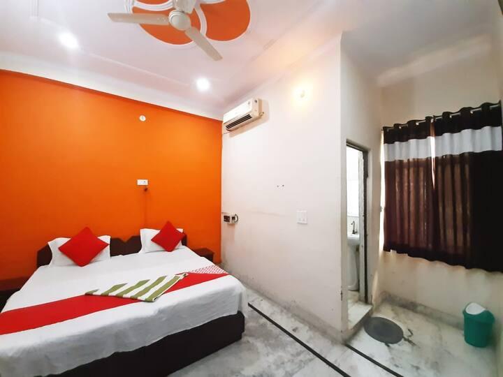 Twin or Double Bed Room : Near Taj Mahal
