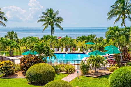 Sanibel Island Beach Front Condo!  (SBC II) - Sanibel - Appartement