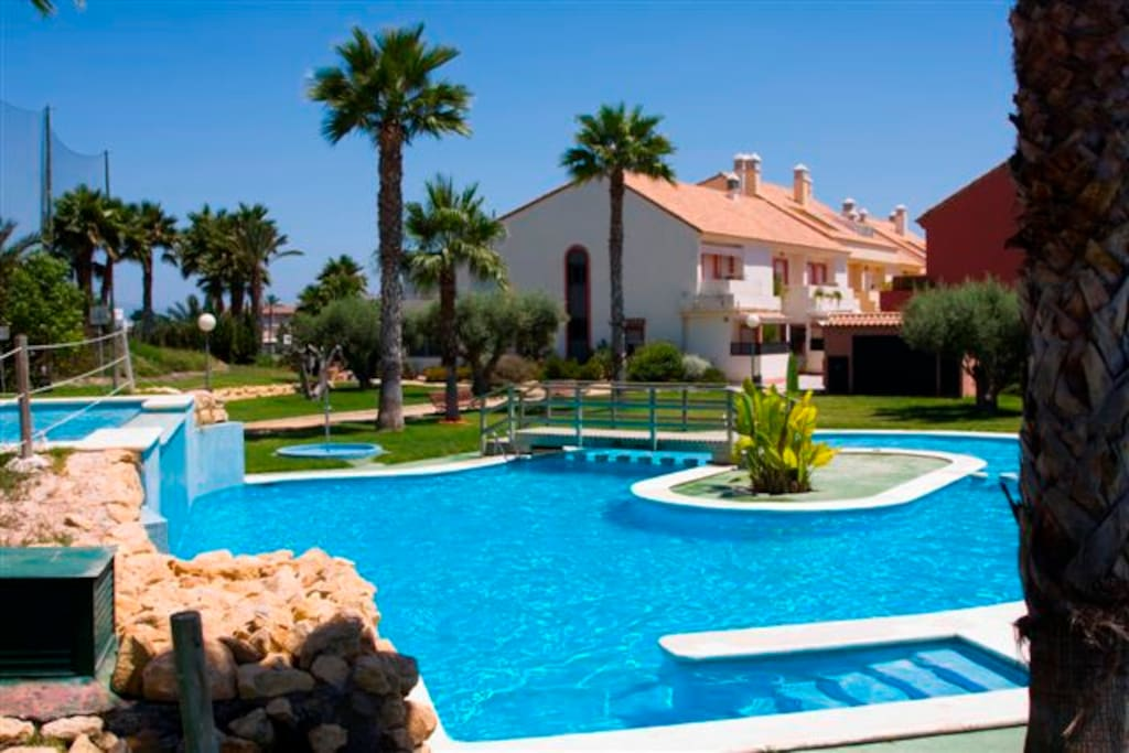 House In Residential With Swimming Pools Alicante Bungalows For Rent In Alacant Comunidad