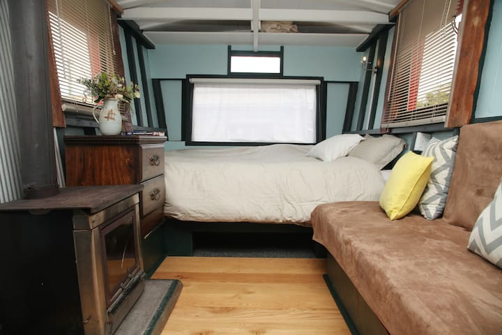 Fire, super king size bed & sofa