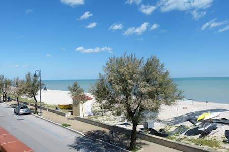 Appartamento con balcone sul mare