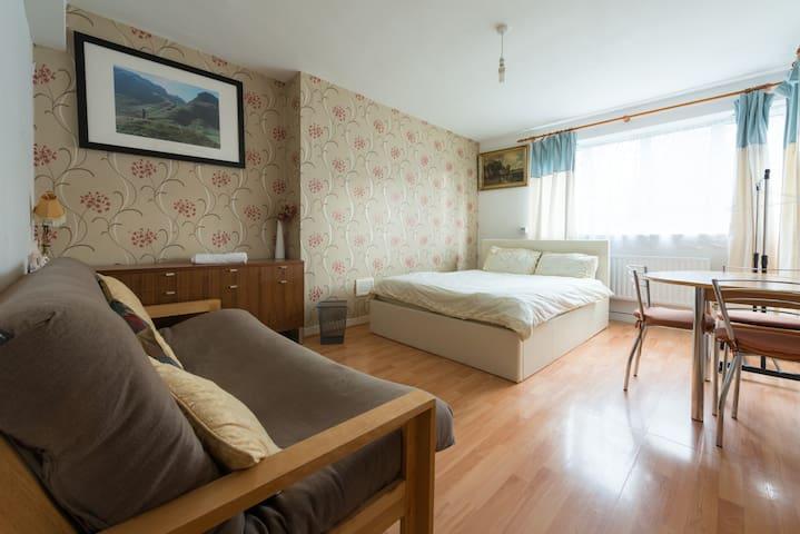 Dormitorio espacioso RS06 a 3 minutos de KingsX