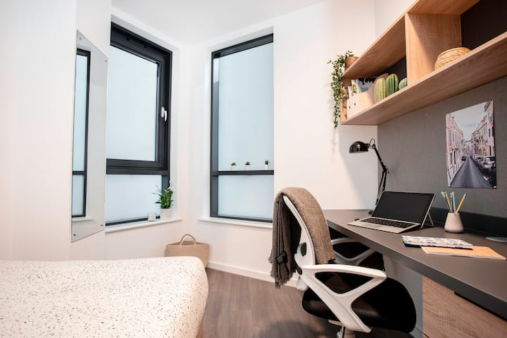 Student Only Property: Entire Standard Ensuite - 12 months/10%OFF