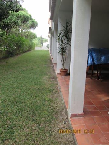 apartamento T1, com piscina, zona  verde, praia. - Olhos de Água - Apartamento