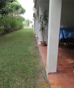 apartamento T1, com piscina, zona  verde, praia. - オルホス・デ・アグア - アパート